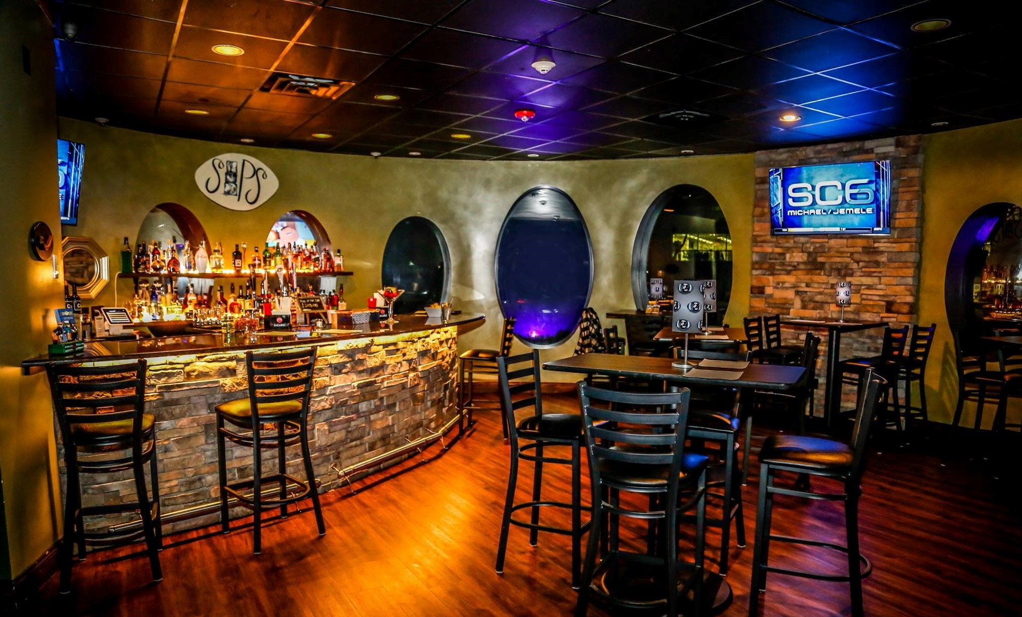 Clubhouse Bistro & Lounge